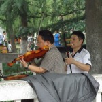 In Beihu Park, Nanchong, a duet played with Western and Chinese stringed instruments (violin and erhu)