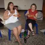 Jen Eberly, one of the leaders of SST Nicaragua 2011, hanging out chatting and eating with Ana.