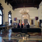 The beautiful Salon Jorge Basadre (Jorge Basadre Hall) features glass cabinets displaying gifts that Peru's presidents have received. Presidential news conferences also are held in this hall.