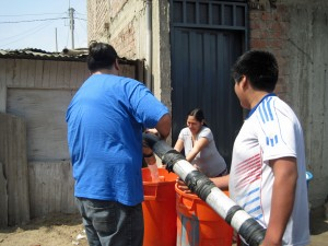 A resident of Chavín de Huántar accepts water from Jacob.