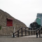 A guided tour is offered to visitors at Huaca Pucllana
