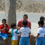 Alan chats with Peruvian school children at Caral.