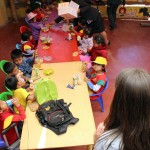 Children at the Vidas preschool take a lunch break.
