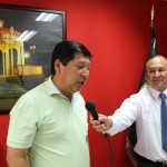 A reporter interviews Juan Alvarez Andrade, the mayor of Chancay. The mayor was asked to discuss the positive impact of the two Peru SST students volunteering in Chancay.
