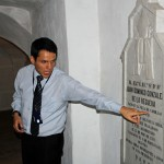 A tour guide offers information in the crypt of the Cathedral of Lima.
