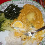 For dinner, students enjoyed aji de gallina, shredded chicken in a mild chili sauce served over rice and potatoes.