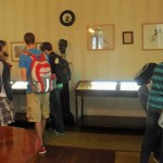 Students explore exhibits about Ricardo Palma.