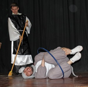 Andrew the Mouse, who has been caught in a trap, is found by Stefan, who is portraying Martin de Porres, a brother at the monastery.