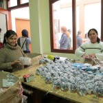 Manos Amigas worker packing an order for Ten Thousand Villages.