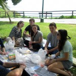 Students enjoy a picnic lunch in a park along the malecón.