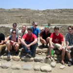 Students pose for a group photo in front of the main pyramid.