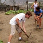 Christian and Lea working the earth in Cono Sur.