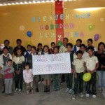 Children at the comedor Luz y Vida share a thank-you note for Gretchen Geyer.